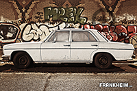 027_white-car_kl